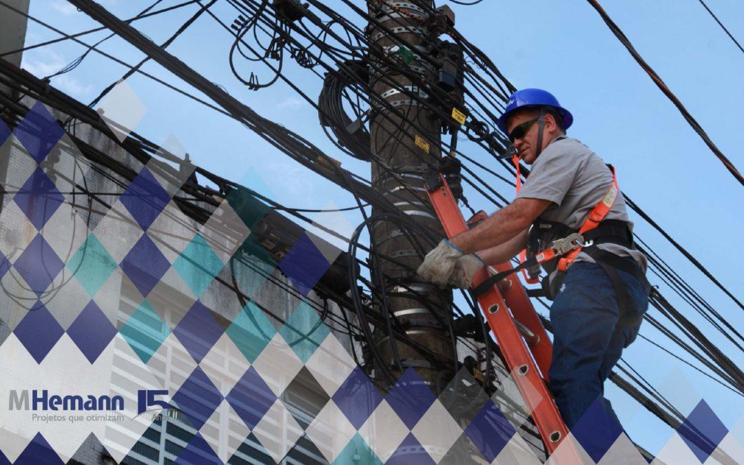 Comissão composta por Anatel e Aneel determinam que Claro, Oi, Telefônica e Tim regularizem redes em postes da AES Eletropaulo em até 90 dias